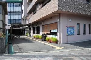 建物横の通路